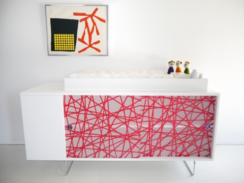 Alto-Credenza-Red-Front-Lifestyle
