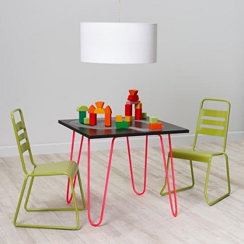 neon-chalkboard-table-hot-pink