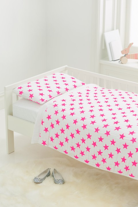 8053_1-bed-in-bag-styled-fluro-pink