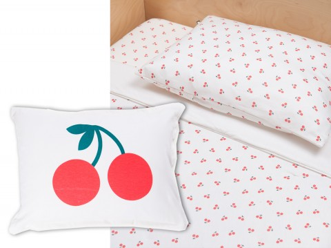 white-cherry bedding and pillow Oeuf